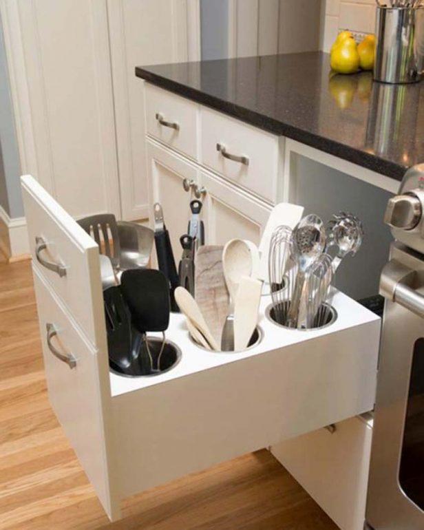 кухня с удобными полками
