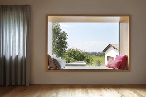 вид из окна с подушками