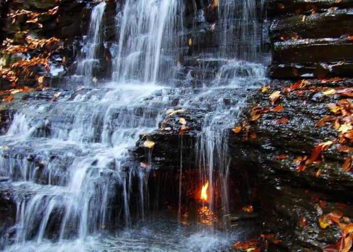 парк водопад огонь