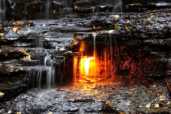 вечный огонь водопад
