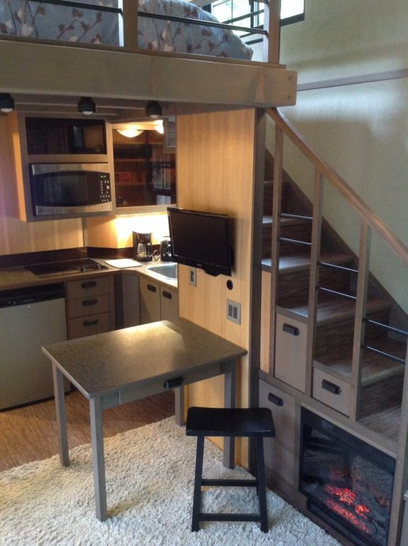 кухня домика Криса Хэйнинга площадью 18 м2