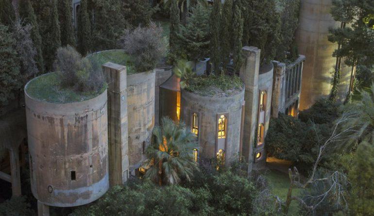 Дом - цементный завод в Барселоне