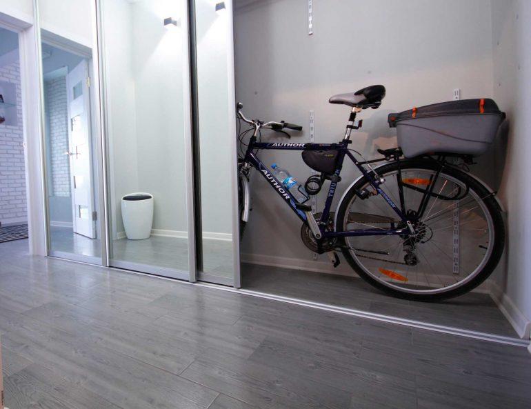 шкаф-купе с местом для велосипеда