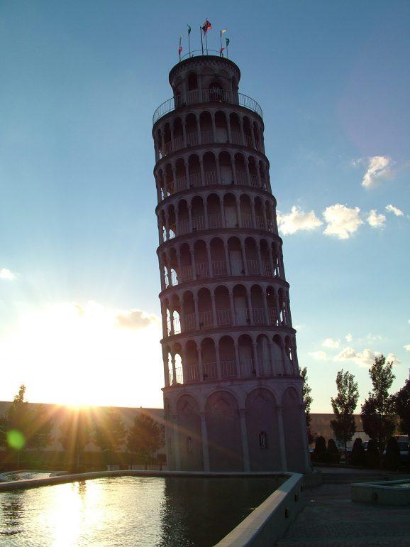Наклоненная башня в Найлз США